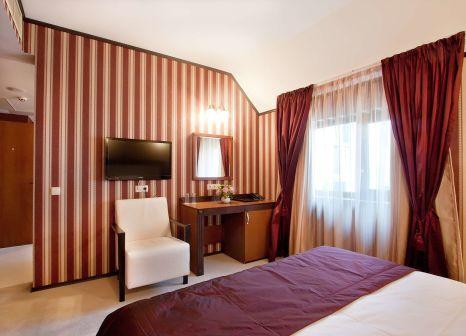 Hotelzimmer mit Mountainbike im Best Western Plus Bristol Hotel