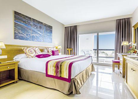 Hotelzimmer mit Volleyball im Grand Palladium Palace Ibiza Resort & Spa