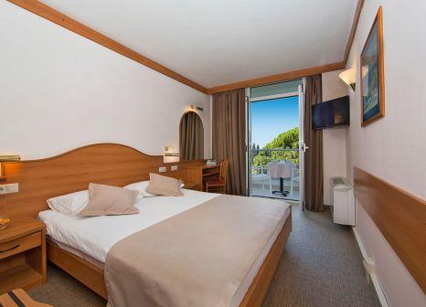 Hotelzimmer mit Mountainbike im Hotel Astarea