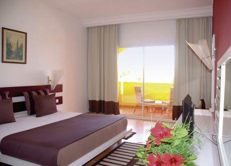 Hotelzimmer mit Volleyball im Caribbean World Thalasso Djerba