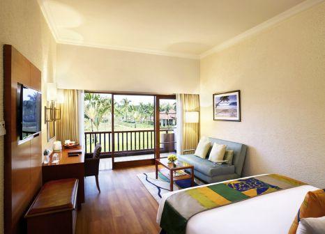 Hotelzimmer mit Volleyball im Caravela Beach Resort Goa