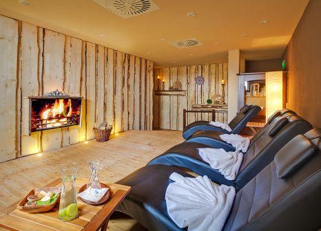 Hotelzimmer mit Ski im Panorama Berghotel Wettiner Höhe