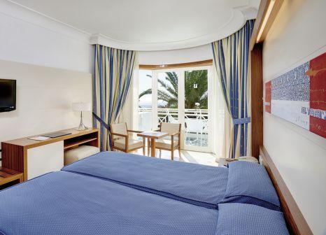 Hotelzimmer mit Mountainbike im Hipotels La Geria