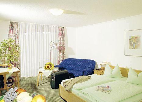 Hotelzimmer mit Tischtennis im Hotel am Pfahl