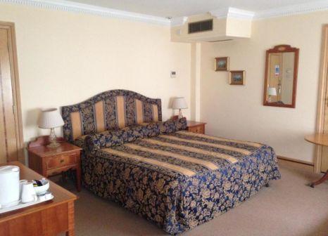 Hotelzimmer mit Hochstuhl im Troy