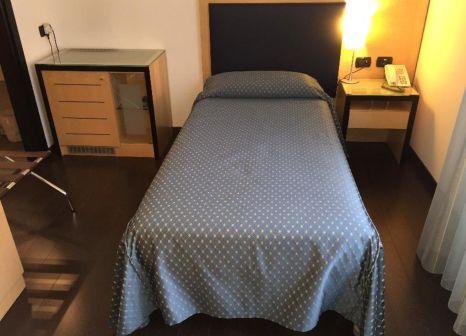 Hotelzimmer mit Mountainbike im Grand Italia