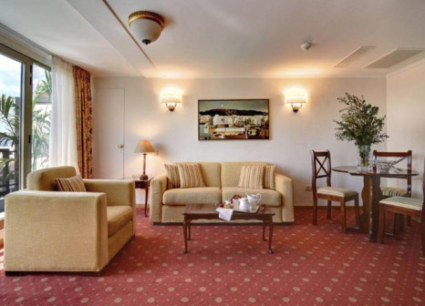 Hotelzimmer mit Mountainbike im Titania Hotel