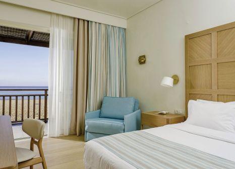 Hotelzimmer mit Volleyball im Pilot Beach Resort