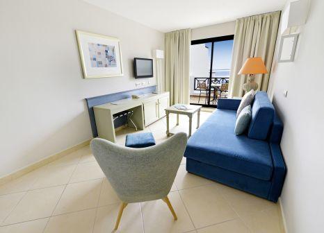 Hotelzimmer mit Volleyball im allsun Hotel Albatros