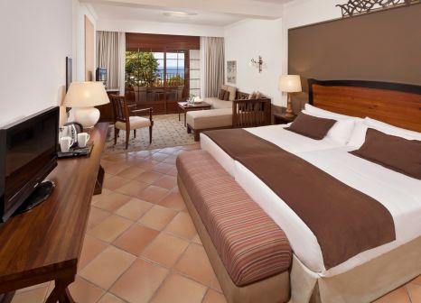 Hotelzimmer mit Mountainbike im Meliá Hacienda del Conde