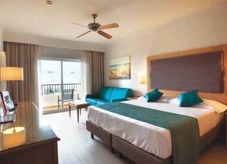 Hotelzimmer mit Volleyball im Hotel Riu Guarana