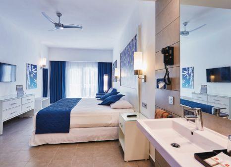 Hotelzimmer mit Volleyball im Hotel Riu Bambu