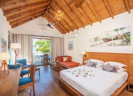 Hotelzimmer mit Volleyball im Reethi Faru Resort