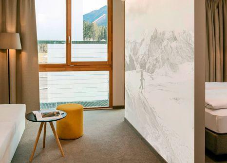 Hotelzimmer mit Mountainbike im franz FERDINAND Mountain Resort Nassfeld