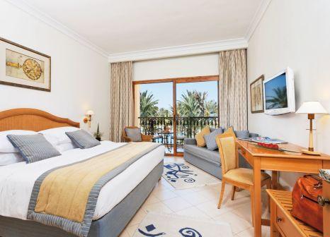 Hotelzimmer mit Volleyball im Mövenpick Resort & Marine Spa Sousse
