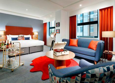 Hotelzimmer mit Hochstuhl im Hard Rock Hotel London
