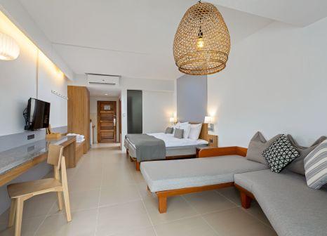 Hotelzimmer mit Volleyball im Sunwing Kamala Beach