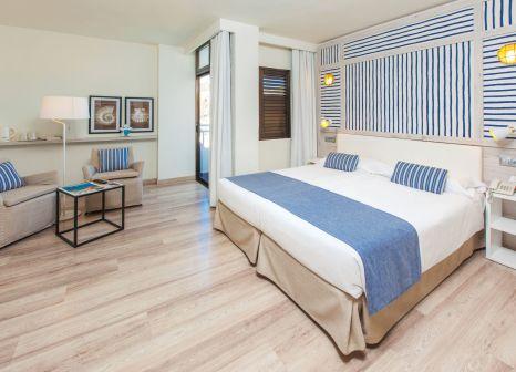 Hotelzimmer mit Volleyball im Corallium Beach by Lopesan Hotels