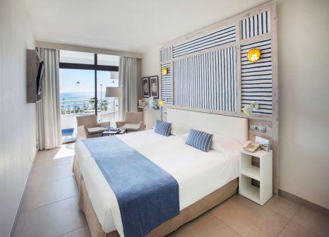 Hotelzimmer mit Yoga im Corallium Beach by Lopesan Hotels