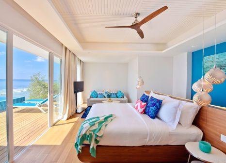 Hotelzimmer mit Mountainbike im Kandima Maldives