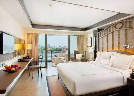 Hotelzimmer mit Mountainbike im Riva Surya Bangkok