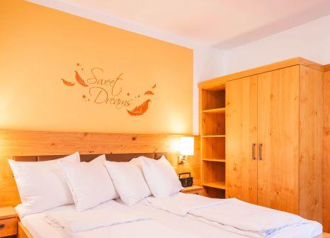 Hotelzimmer mit Tischtennis im Feriendorf Ponyhof Hollaus