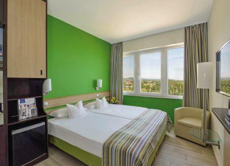 Hotelzimmer mit Mountainbike im Hotel Marina