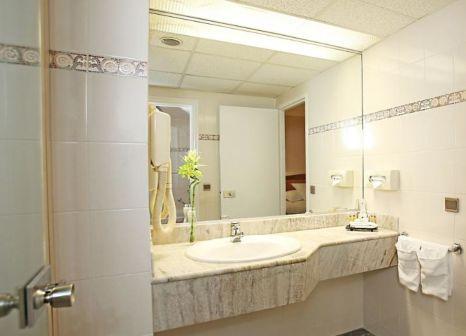 Hotelzimmer mit Pool im Millennium Hotel Paris Charles De Gaulle