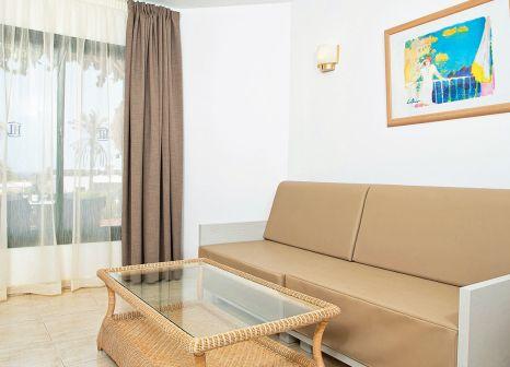 Hotelzimmer mit Mountainbike im HL Club Playa Blanca Hotel