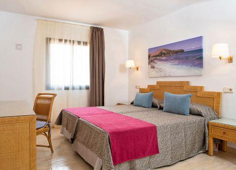 Hotelzimmer mit Volleyball im HL Club Playa Blanca Hotel