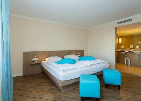 Hotelzimmer mit Hochstuhl im Hotel Vier Jahreszeiten Lübeck