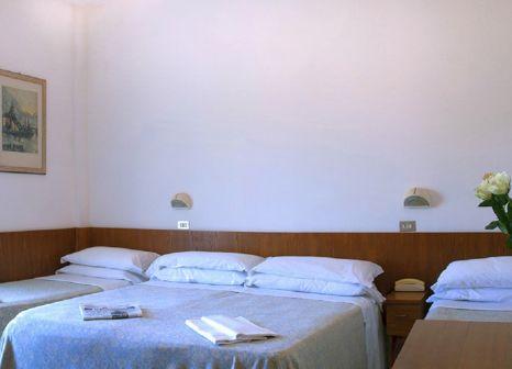 Hotelzimmer mit Mountainbike im Lungomare