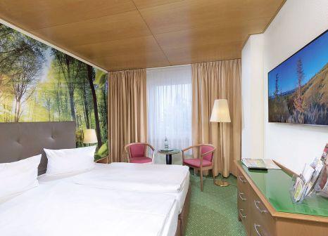Hotelzimmer mit Mountainbike im AHORN Waldhotel Altenberg