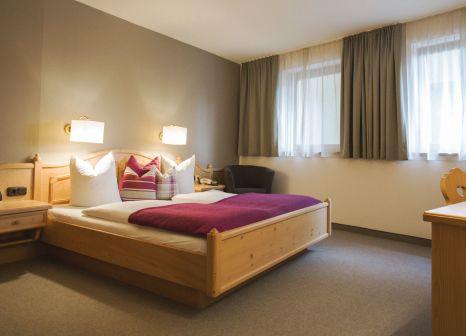 Hotelzimmer mit Tischtennis im Nationalpark Lodge Grossglockner