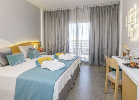 Hotelzimmer mit Mountainbike im HOVIMA Costa Adeje