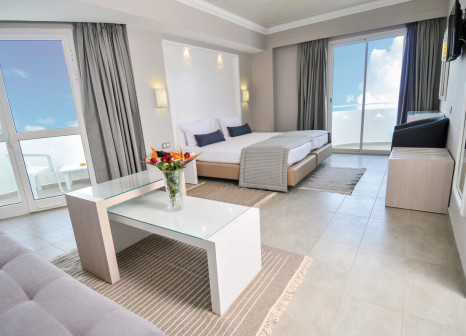 Hotelzimmer mit Volleyball im Sahara Beach AquaPark Resort