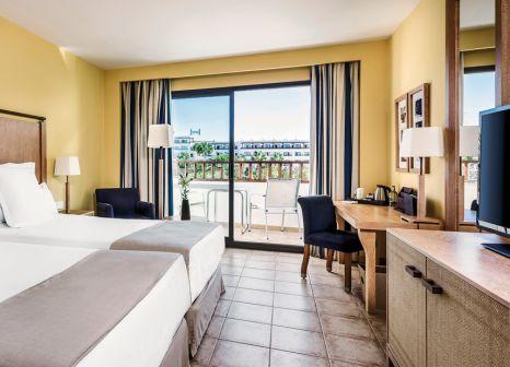 Hotelzimmer mit Mountainbike im Secrets Lanzarote Resort & Spa