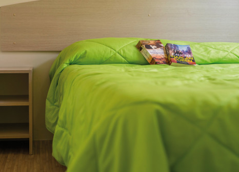 Hotelzimmer mit Mountainbike im Camping Baia Verde