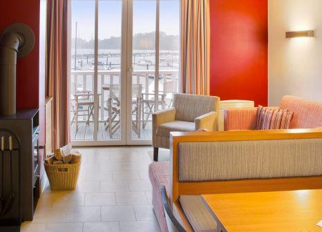 Hotelzimmer mit Volleyball im DORFHOTEL Boltenhagen
