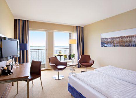 Hotelzimmer mit Mountainbike im TUI BLUE Fleesensee
