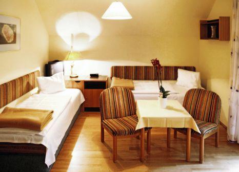 Hotelzimmer mit Volleyball im Sonnenresort Maltschacher See