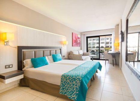 Hotelzimmer mit Mountainbike im FERGUS Style Bahamas