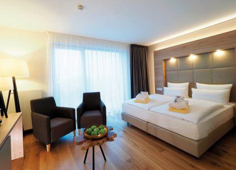 Hotelzimmer mit Mountainbike im Wonnemar Resort