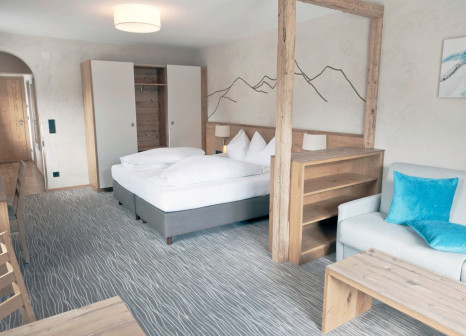 Hotelzimmer mit Mountainbike im Hotel Mozart