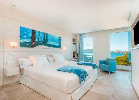 Hotelzimmer mit Volleyball im Iberostar Selection Santa Eulalia Ibiza