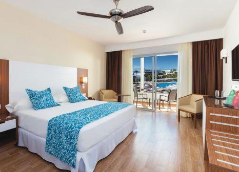Hotelzimmer mit Minigolf im Hotel Riu Arecas