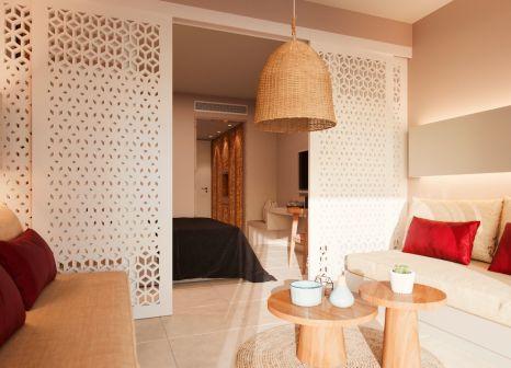 Hotelzimmer mit Mountainbike im MarBella Elix