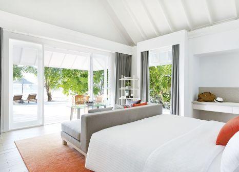 Hotelzimmer mit Volleyball im LUX* South Ari Atoll Resort & Villas