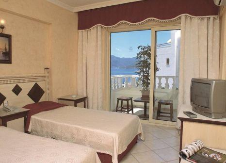Hotelzimmer mit Hochstuhl im Selen