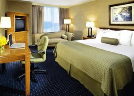 Hotelzimmer mit Hochstuhl im Holiday Inn Vancouver Airport - Richmond
